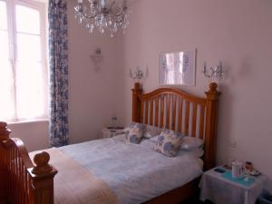 Belle Madeleine, Bed and Breakfasts  Landivy - big - 40