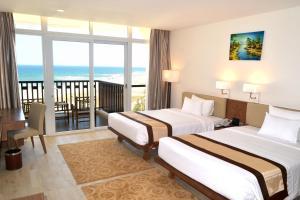 Centara Sandy Beach Resort Danang, Курортные отели  Дананг - big - 14