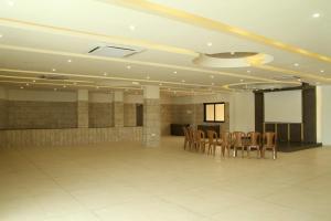Hotel Luxura & Festiva Restaurant