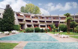 Apartment Desenzano del Garda 65 with Outdoor Swimmingpool