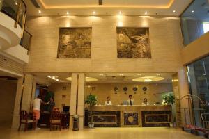 Фото отеля Ya'An Hongzhu Hotel