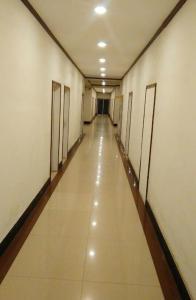 Фото отеля Qinghua Business Hotel