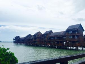Langkawi Lagoon Resort Water Chalet by De Lagoon, Üdülőközpontok  Kampung Padang Masirat - big - 36