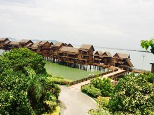 Langkawi Lagoon Resort Water Chalet by De Lagoon, Üdülőközpontok  Kampung Padang Masirat - big - 81