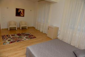 Grand White City Hotel, Hotels  Berat - big - 25