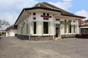 Hotel Besar