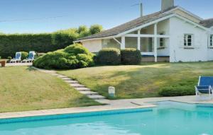 Holiday home St. Quentin de Baron