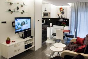 萊迪塔尼亞公寓 (Lady Tania Apartment)