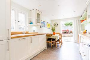 Four Bedroom House In Wandsworth