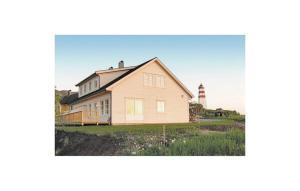Holiday home Godøya Alnes