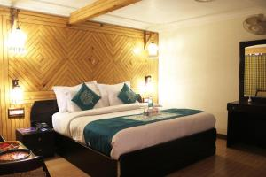 OYO Premium Near Butterfly House Bhimtal Nainital