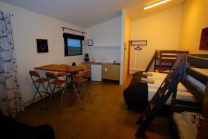 Bergás Guesthouse, Penziony  Keflavík - big - 5