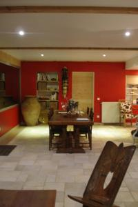 La Grange de l'Ardeyrol, Bed and Breakfasts  Saint-Clément - big - 12