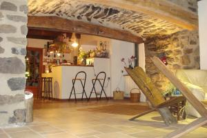 La Grange de l'Ardeyrol, Bed and Breakfasts  Saint-Clément - big - 13