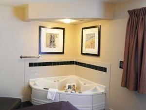 AmericInn Lodge & Suites Sturgeon Bay, Hotely  Sturgeon Bay - big - 27