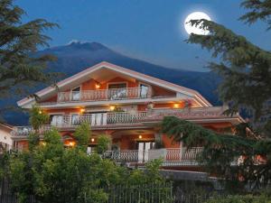 Etna Royal View