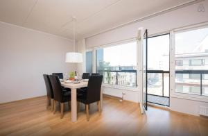 (Tallinn Centre Modern Family Apartment)