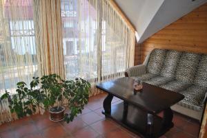Inn Lisova Pisnya, Hotels  Dzvynyach - big - 21