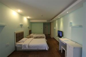 Blue Whale Minghai Hotel