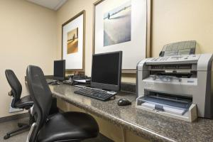 Country Inn & Suites by Radisson, Peoria North, IL, Hotels  Peoria - big - 12