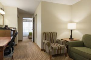 Country Inn & Suites by Radisson, Peoria North, IL, Hotels  Peoria - big - 2