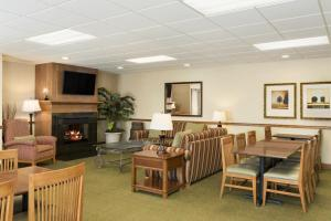 Country Inn & Suites by Radisson, Peoria North, IL, Hotels  Peoria - big - 11