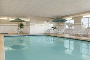 Country Inn & Suites by Radisson, Peoria North, IL, Hotels  Peoria - big - 18