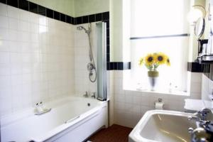 Sunnybank Boutique Guesthouse, Гостевые дома  Holmfirth - big - 25