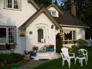 Charm of Qualicum Bed & Breakfast