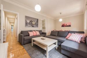 Gran Via Apartment Leganitos