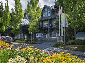 Уистлер (Британская Колумбия) - Glacier Lodge by Westwind Properties