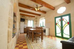 Gozo B&B, Bed and breakfasts  Nadur - big - 5