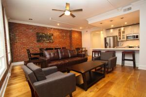 Downtown Luxury Two-Bedroom Su..