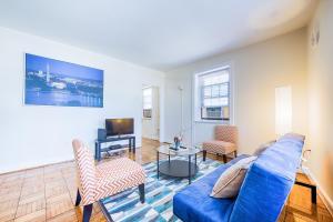 Washington White Apartment