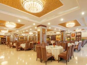 Zhongdian Huajing Business Hotel