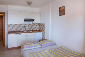 Apartments Villa Supertom, Ferienwohnungen  Povljana - big - 14