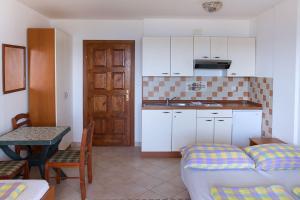 Apartments Villa Supertom, Ferienwohnungen  Povljana - big - 48