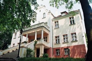 Palac w Witoslawiu osrodek apifitoterapii