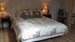 Le Clos De La Roche, Bed & Breakfast  Goven - big - 4