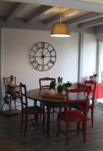 Le Clos De La Roche, Bed & Breakfast  Goven - big - 16