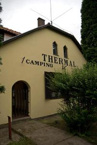 (Thermal Kemping es Motel)