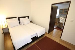 Apartments Kolonija - фото 9