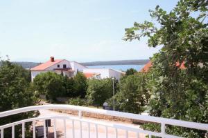 Klimno Two-Bedroom Apartment 2