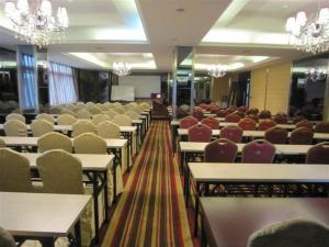Chengdu Care U Well Hotel