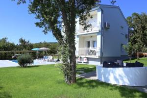 Jadranovo Two-Bedroom Holiday Home 2