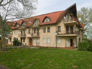 Apartment in Balatonlelle/Balaton 19114, Апартаменты  Балатонлелле - big - 1