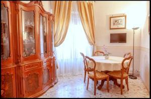 Rom Apartment 2