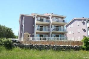 Two-Bedroom Apartment in Klimno I