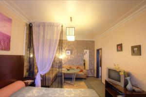 One-Bedroom Apartment Nezavisimosti 33 - фото 11
