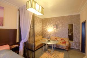 One-Bedroom Apartment Nezavisimosti 33 - фото 13